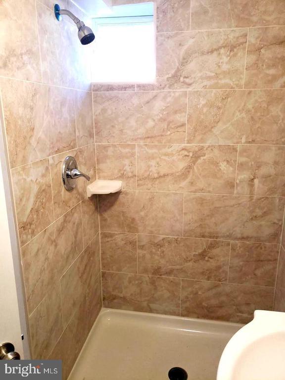 Bathroom basement - 4014 71ST AVE, HYATTSVILLE