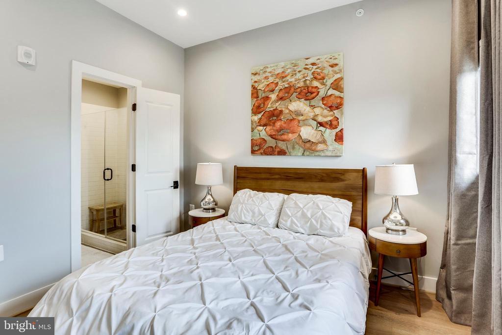 Master bedroom and en suite bath - 4326 GEORGIA AVE NW #402, WASHINGTON