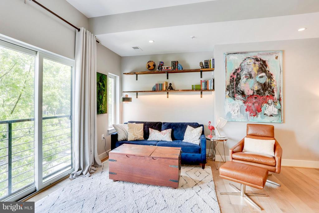 Spacious living room - 4326 GEORGIA AVE NW #402, WASHINGTON