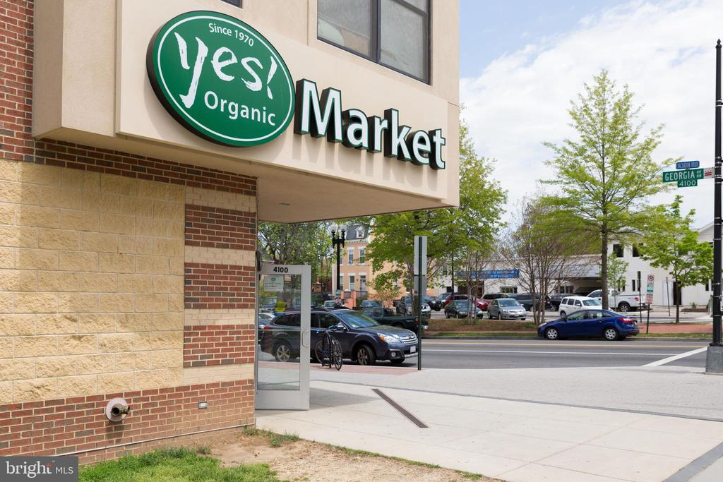 Neighborhood grocery store - 4326 GEORGIA AVE NW #402, WASHINGTON