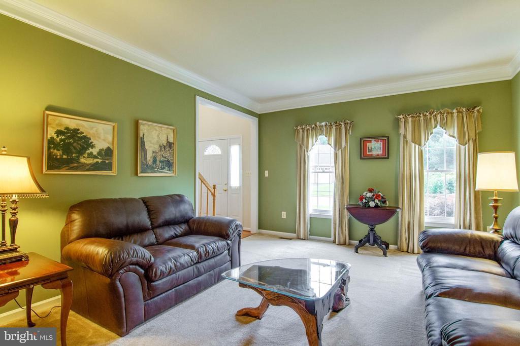 Living Room - 15612 NEATH DR, WOODBRIDGE