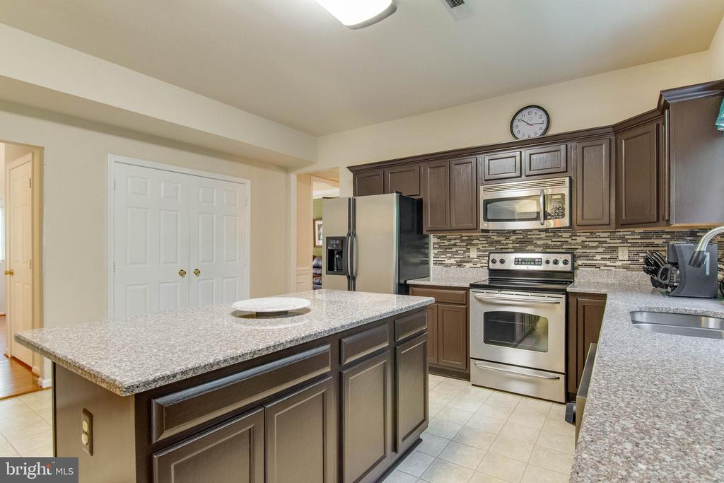 Kitchen - 15612 NEATH DR, WOODBRIDGE