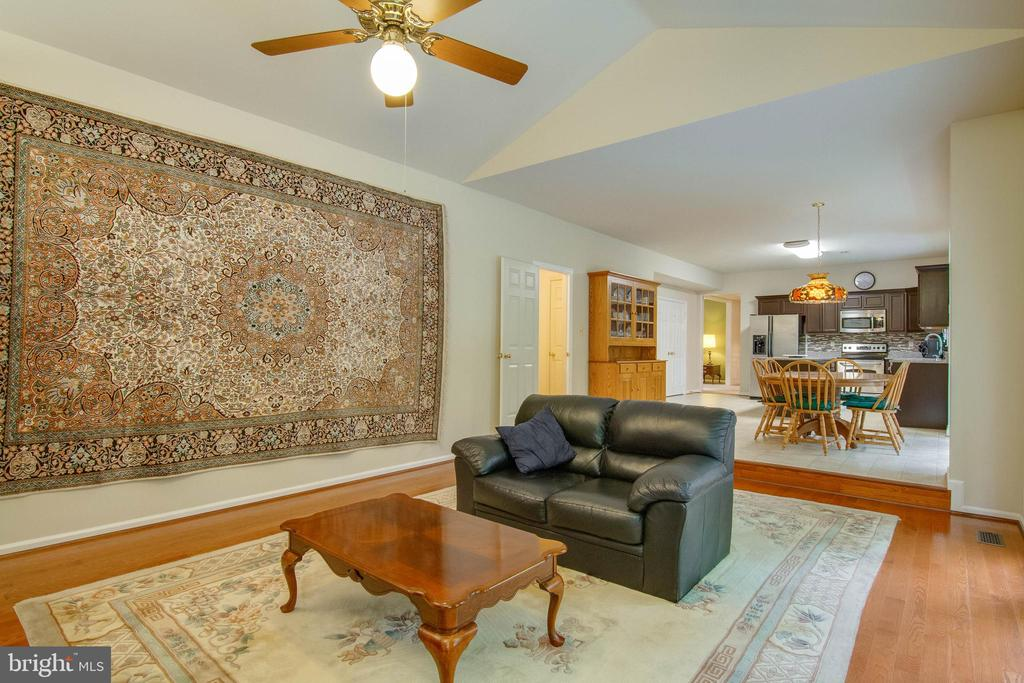 Family Room - 15612 NEATH DR, WOODBRIDGE