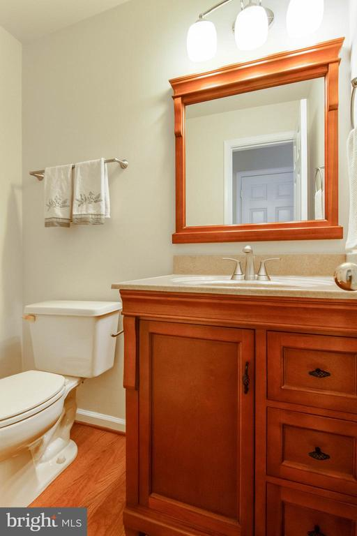 Powder Room - 15612 NEATH DR, WOODBRIDGE