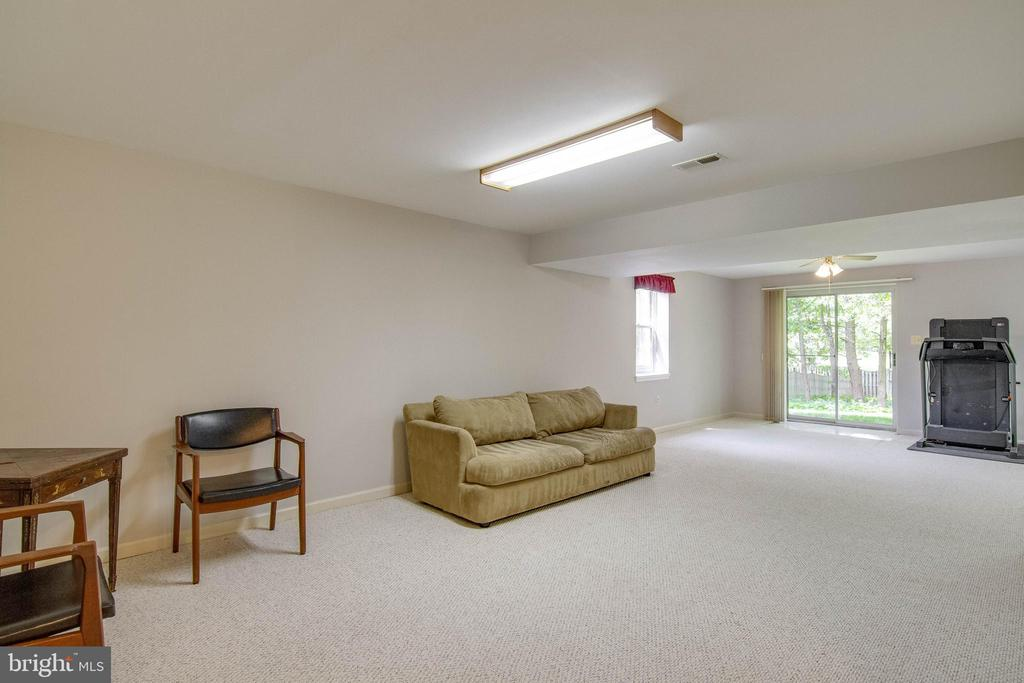 Basement Rec Room - 15612 NEATH DR, WOODBRIDGE
