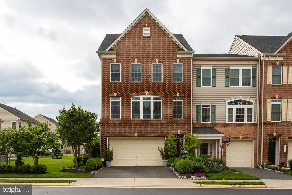 Beautiful End Townhome!! - 21289 PARK GROVE TER, ASHBURN