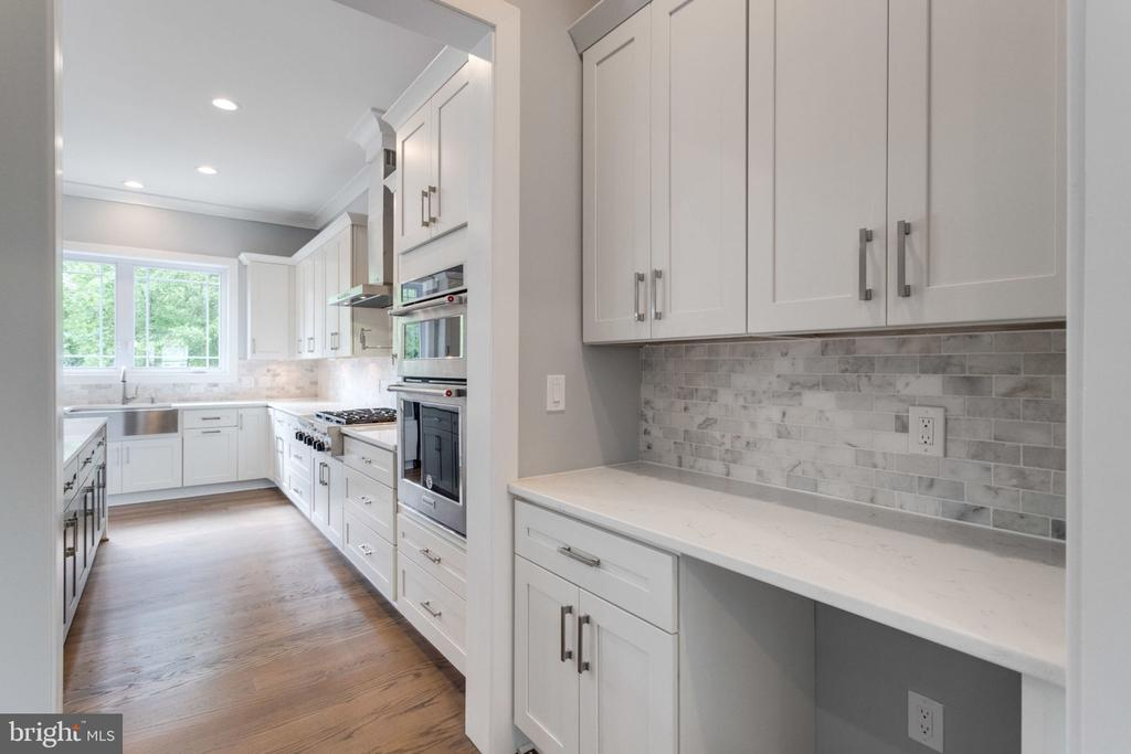 Butlers pantry - 2043 ARCH DR, FALLS CHURCH
