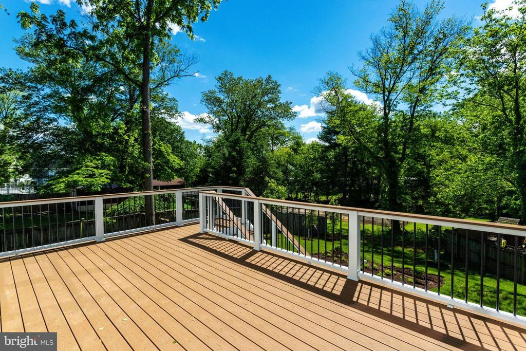 Deck off family room. - 2043 ARCH DR, FALLS CHURCH