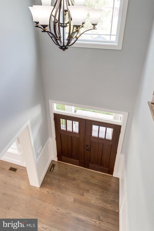 Double story foyer - 2043 ARCH DR, FALLS CHURCH