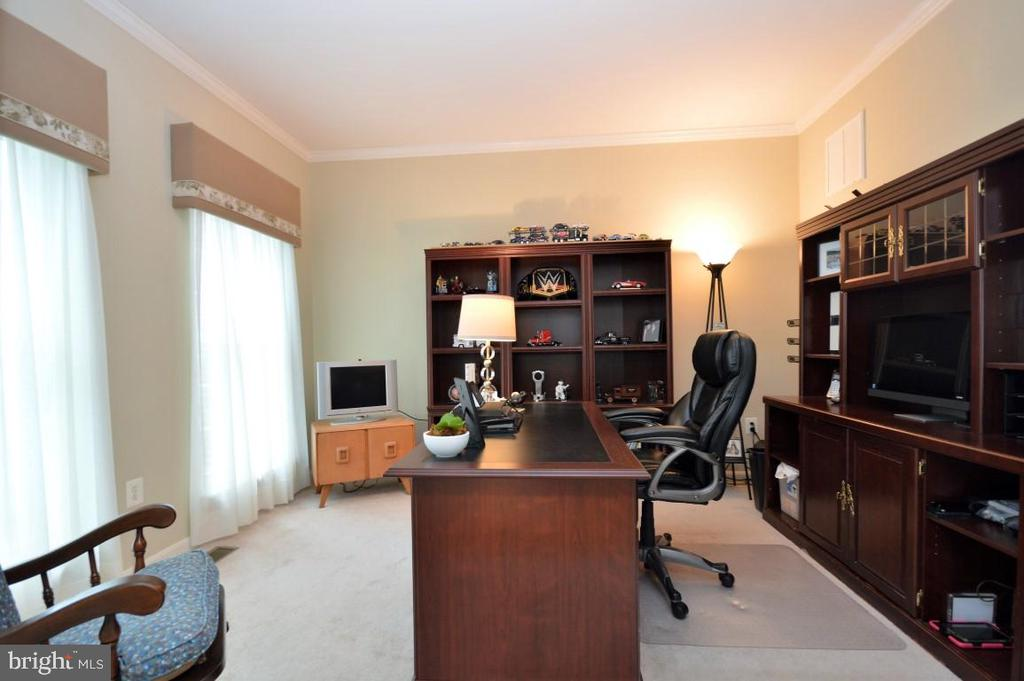 Main Level Office - 15537 ALLAIRE DR, GAINESVILLE