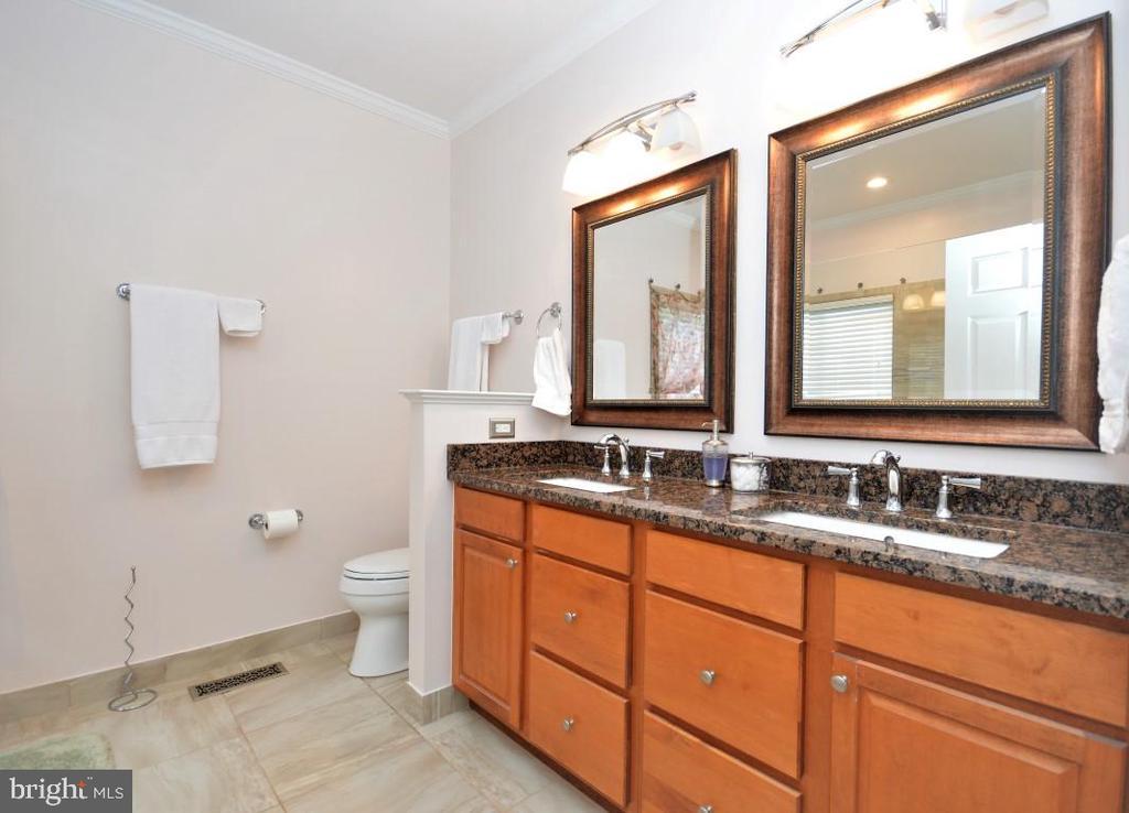 Master Bath w/Double Granite Top Vanity - 15537 ALLAIRE DR, GAINESVILLE