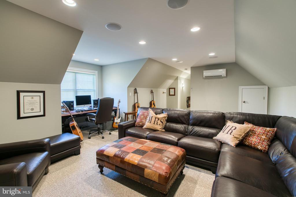 Bonus Room with surround sound - 1249 POPLAR RD, STAFFORD