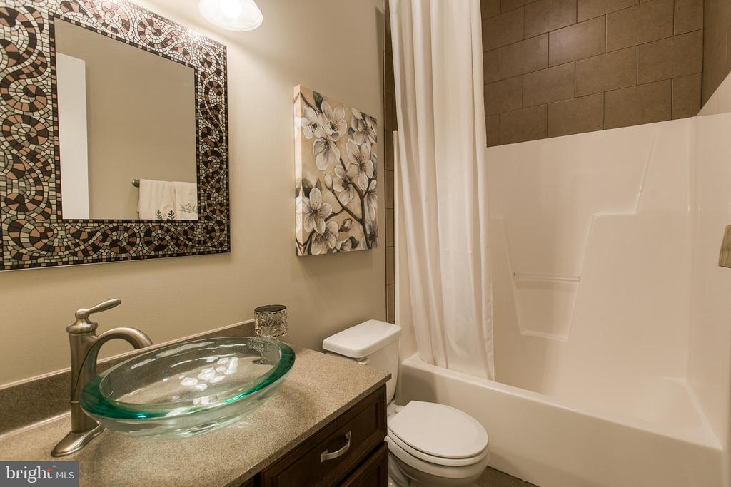 Full Bathroom off Kitchebn - 1249 POPLAR RD, STAFFORD