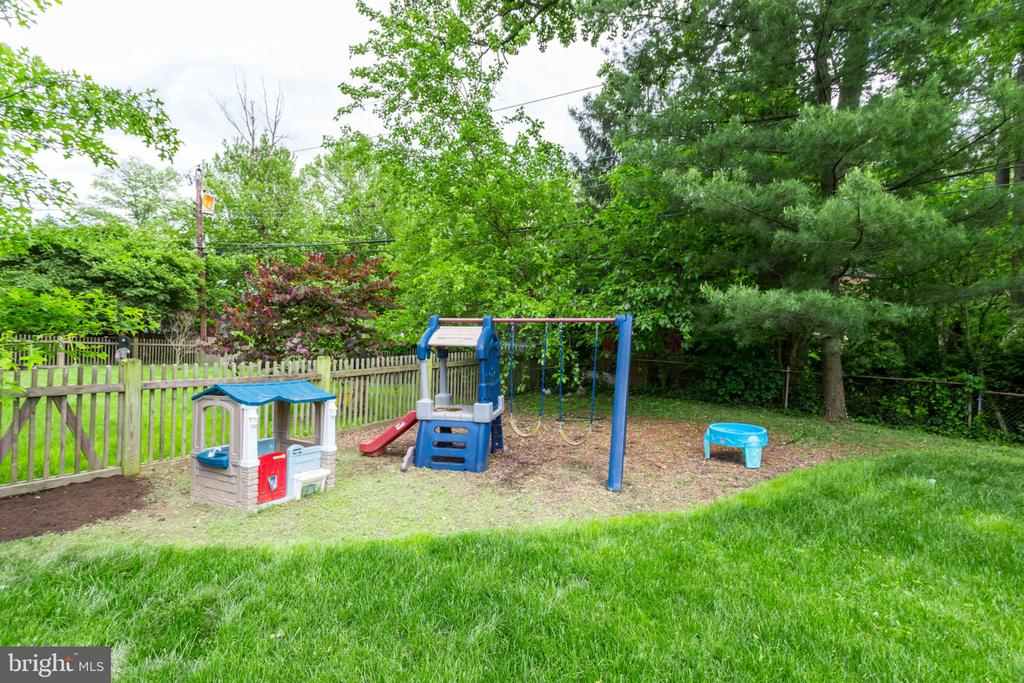 Playground area in backyard - 4900 16TH ST N, ARLINGTON