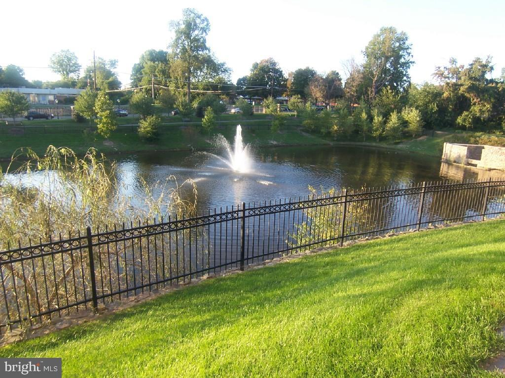 Farrcroft Community - pond - 10115 RATCLIFFE MANOR DR, FAIRFAX