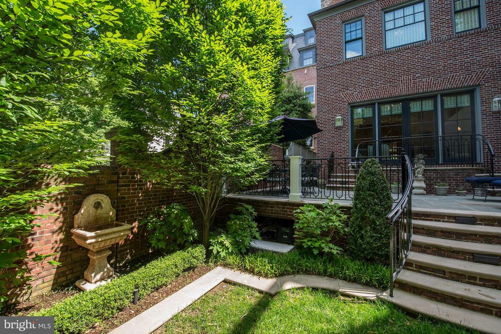 Rear Patio and Garden - 2344 MASSACHUSETTS AVE NW, WASHINGTON