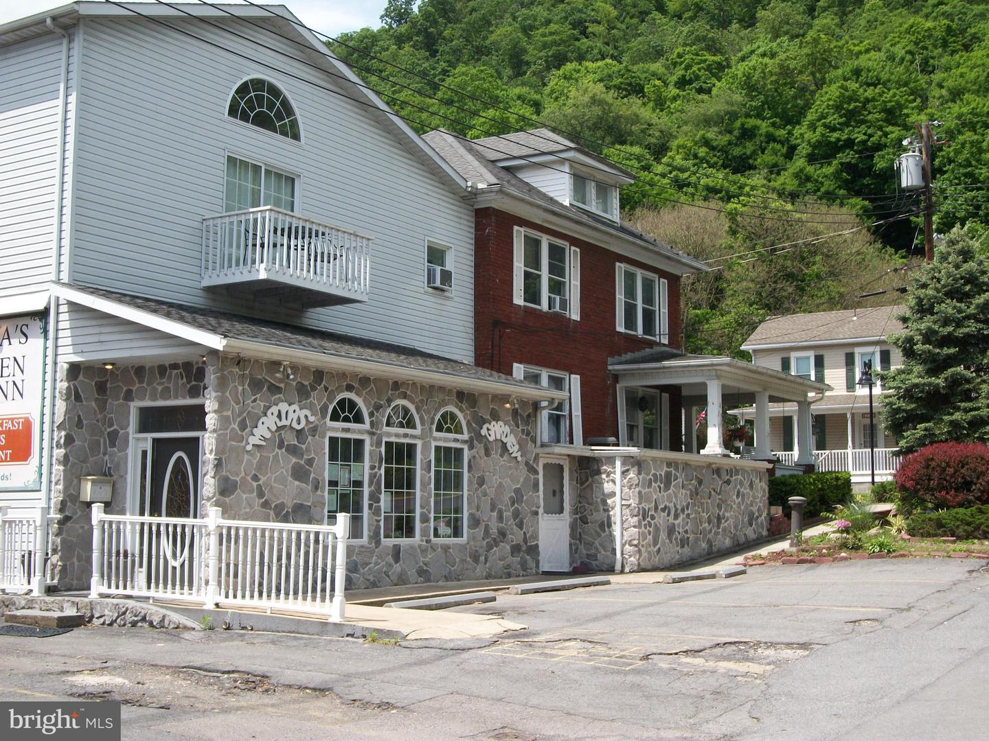Additional photo for property listing at 42 Independence St Berkeley Springs, West Virginia 25411 United States