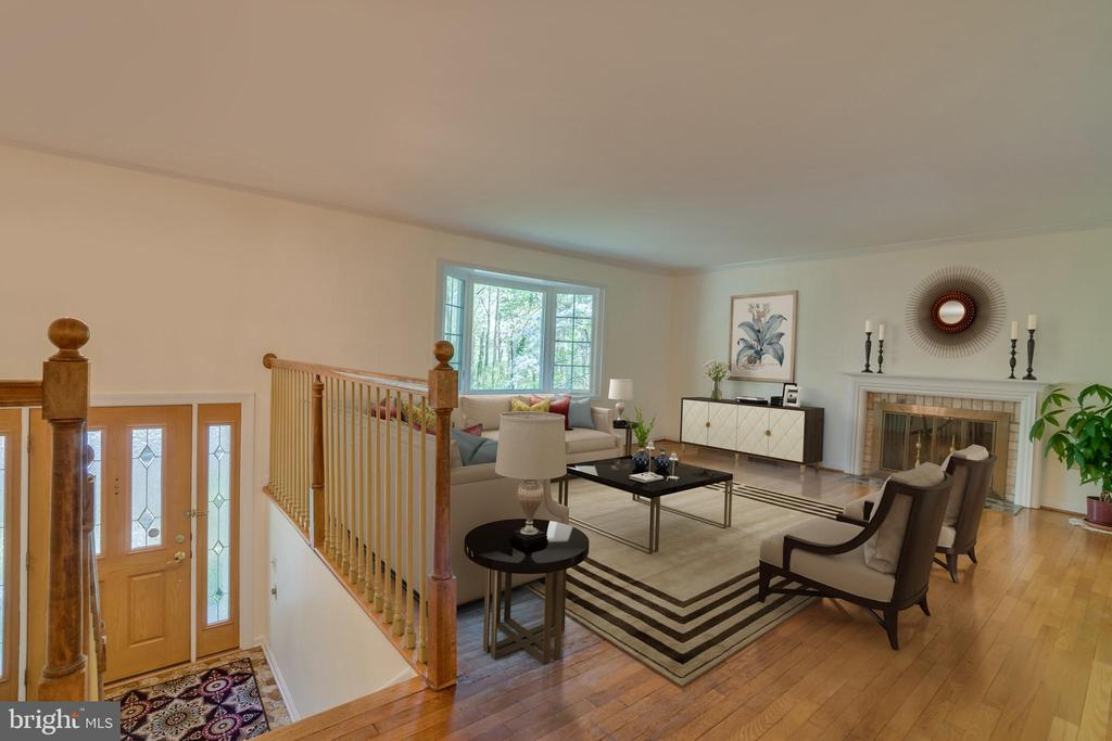 Living Room and Entry Way - 2918 GLENVALE DR, FAIRFAX