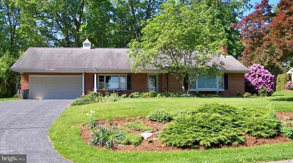 379  SUNRISE DRIVE, Manheim in LANCASTER County, PA 17545 Home for Sale