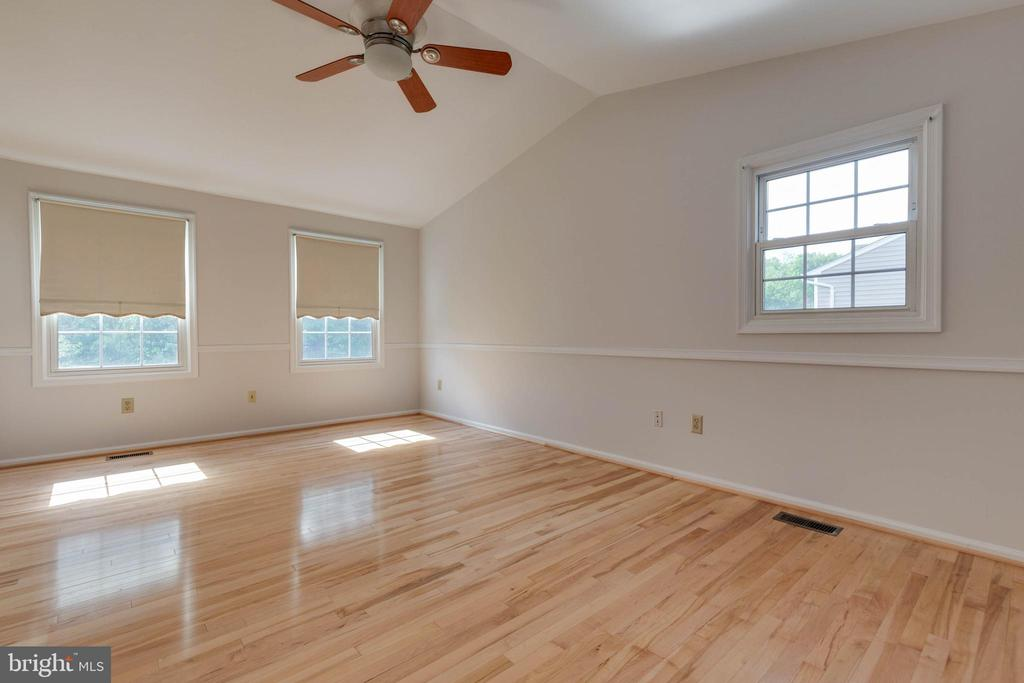 Ceiling Fans and Custom Blinds - 628 3RD ST, HERNDON