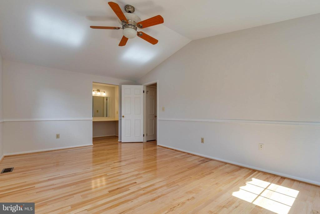 Spacious Master Bedroom - 628 3RD ST, HERNDON