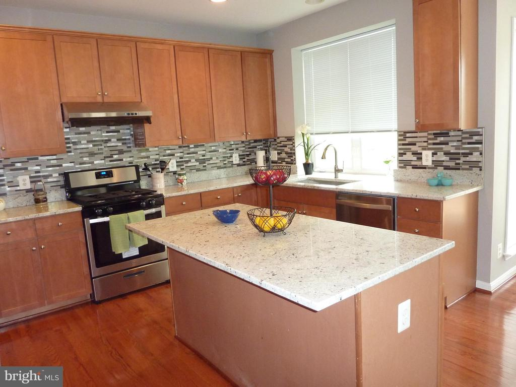 New Granite Countertop and New Stovetop/oven - 5322 SAMMIE KAY LN, CENTREVILLE