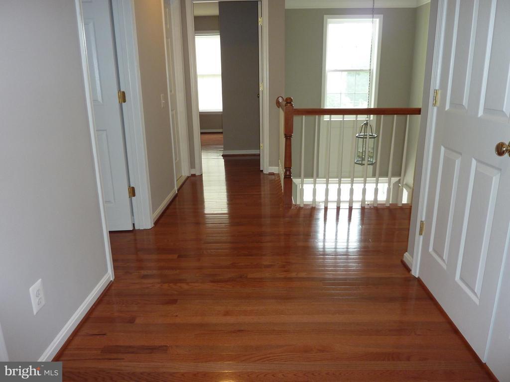 New Hardwood Upstair - 5322 SAMMIE KAY LN, CENTREVILLE