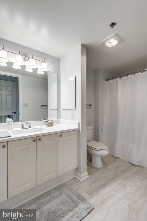 Guest Bathroom Has Updated Flooring - 19385 CYPRESS RIDGE TER #715, LEESBURG