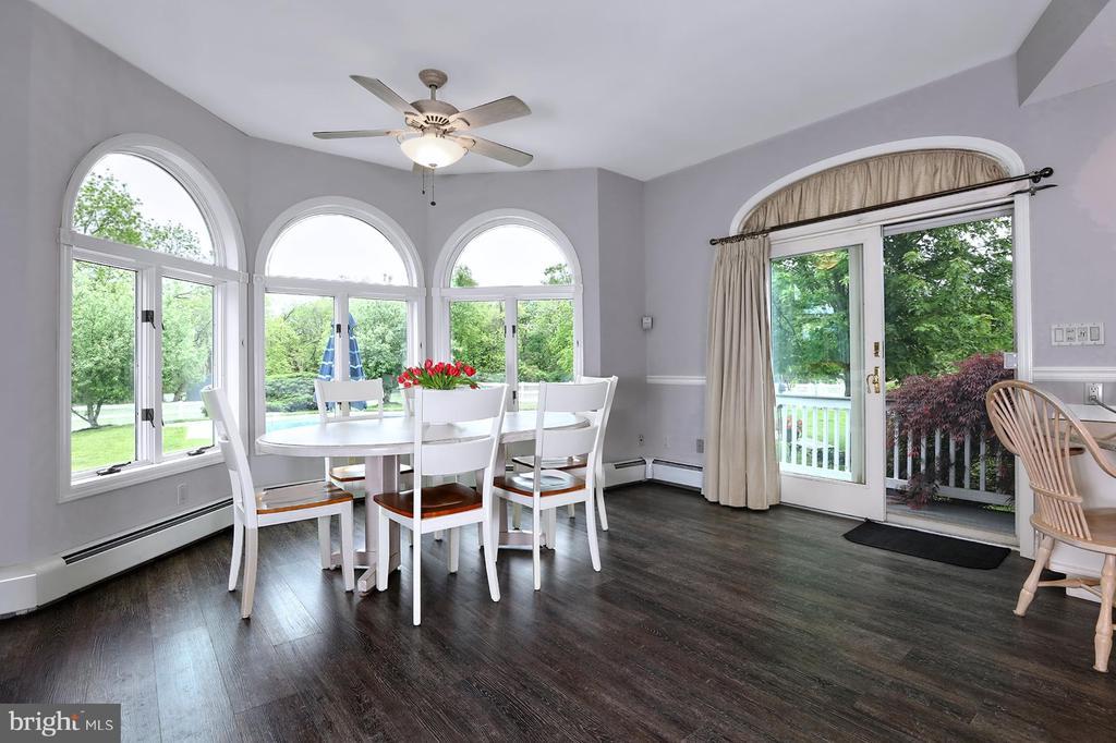 Breakfast room, ensconced by enormous windows. - 17 AQUA TER, HAMILTON