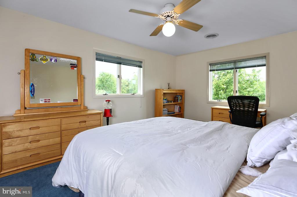 Bedroom 2 - 17 AQUA TER, HAMILTON