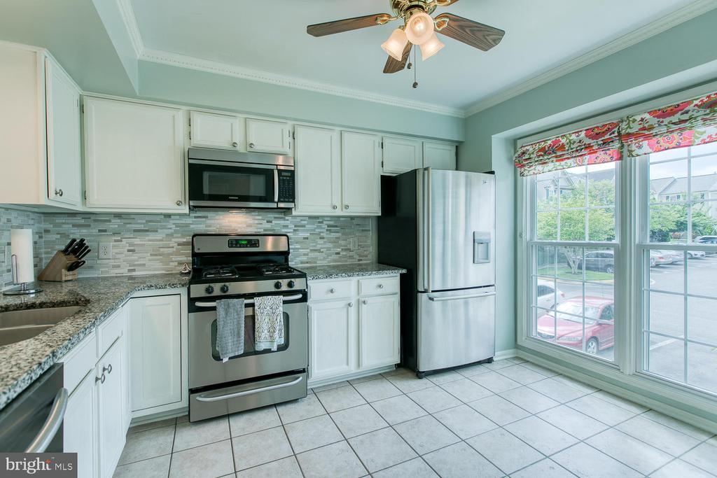 Updated kitchen with ample natural light - 606 FALKIRK CT, FREDERICKSBURG