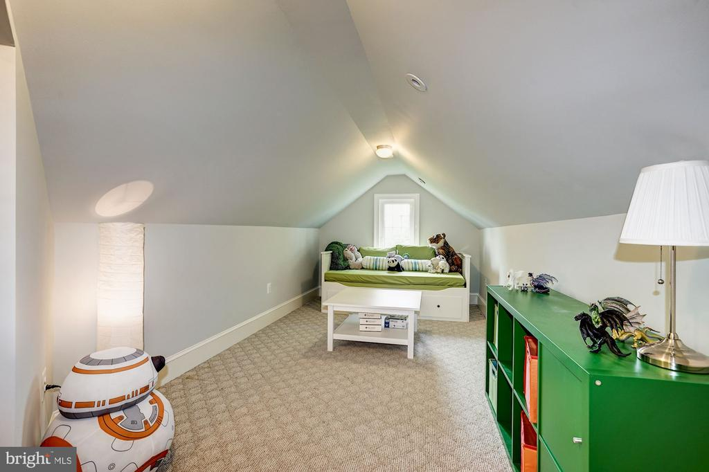 Second Upper Level - Bedroom - 1929 N QUINCY ST, ARLINGTON