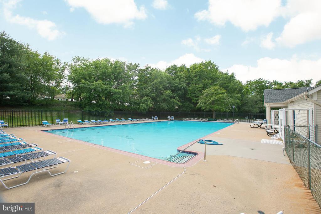 Spring Knoll community pool! - 606 FALKIRK CT, FREDERICKSBURG
