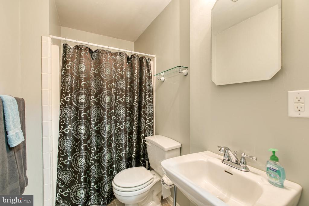 Full bath on lower level - 606 FALKIRK CT, FREDERICKSBURG