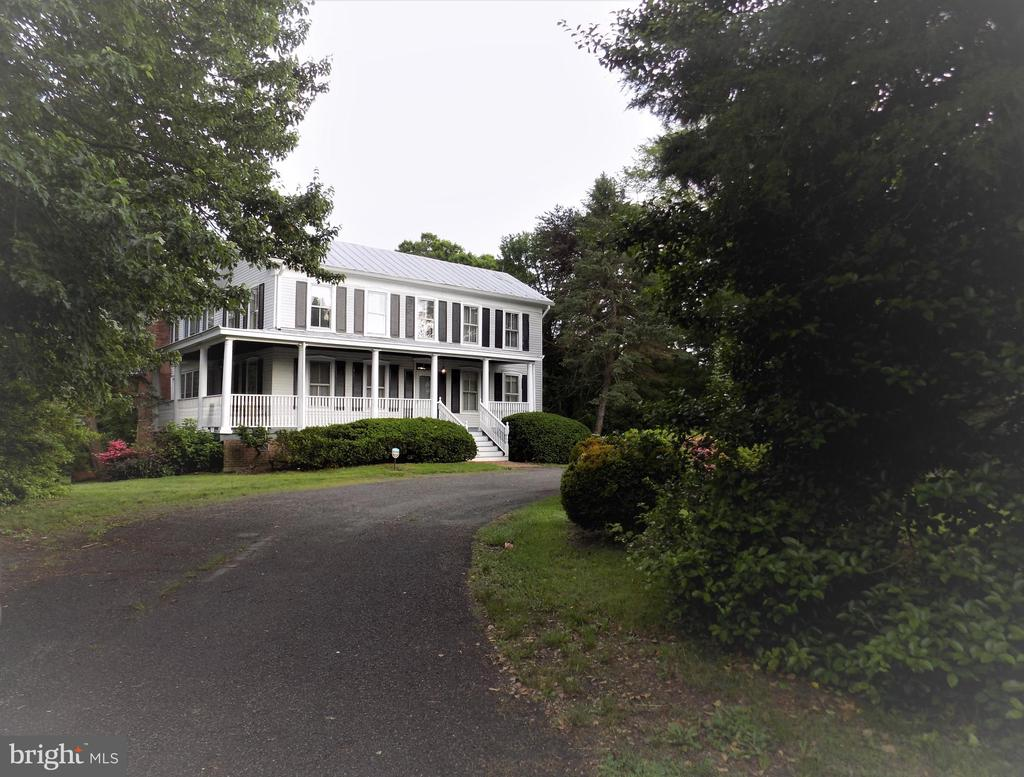 Great Curb Appeal and 1.32 Acres Minutes to I-66 - 6321 OLD CENTREVILLE RD, CENTREVILLE