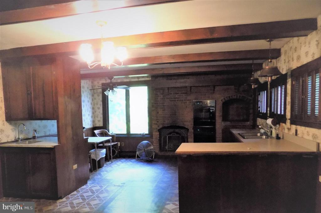 Kitchen has Gas Log Firepl, double ovens, wetbar - 6321 OLD CENTREVILLE RD, CENTREVILLE