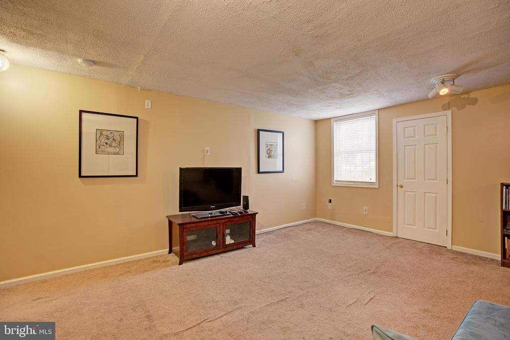 Great room on lower level - 3113 CALLOWAY CT, WOODBRIDGE