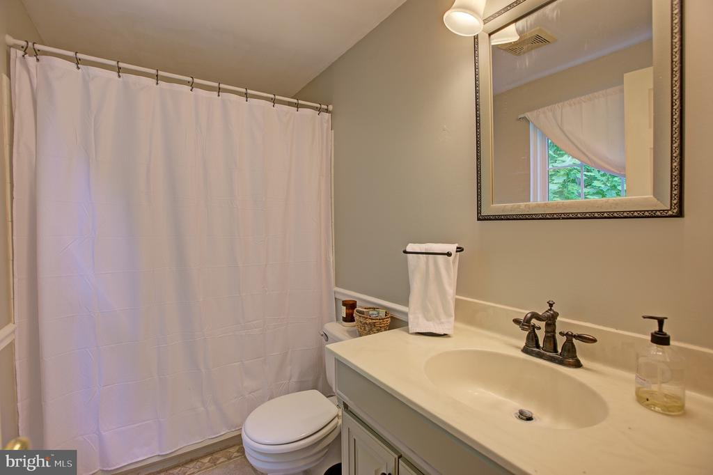 Master Bath - 3113 CALLOWAY CT, WOODBRIDGE