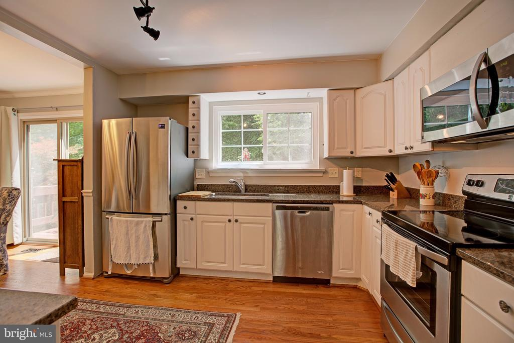 Large open kitchen area - 3113 CALLOWAY CT, WOODBRIDGE