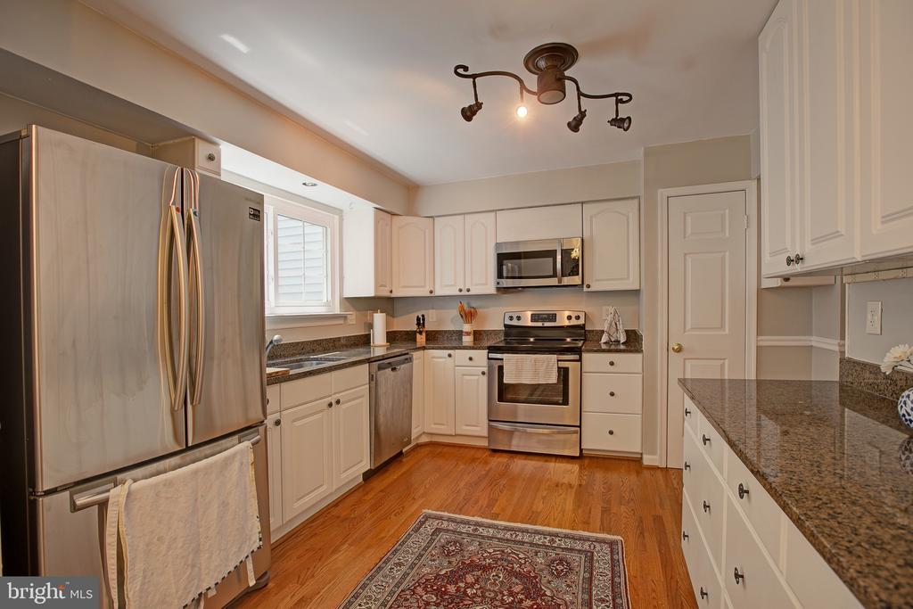 BIG Kitchen - 3113 CALLOWAY CT, WOODBRIDGE