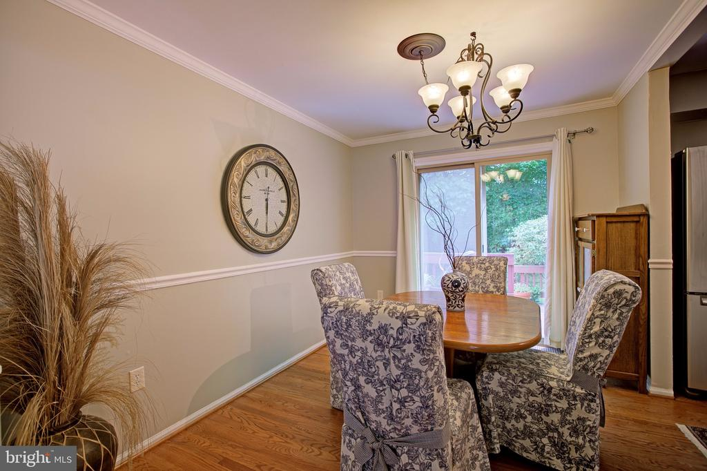 Dining room with sliding glass door to back deck - 3113 CALLOWAY CT, WOODBRIDGE