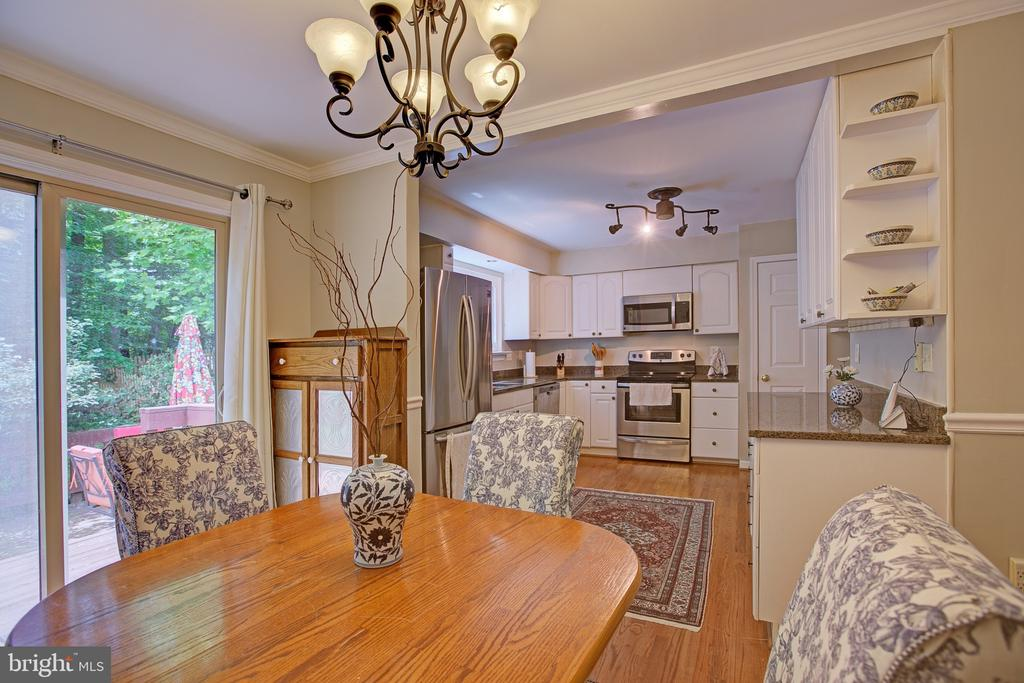 Dining room opens to kitchen - 3113 CALLOWAY CT, WOODBRIDGE