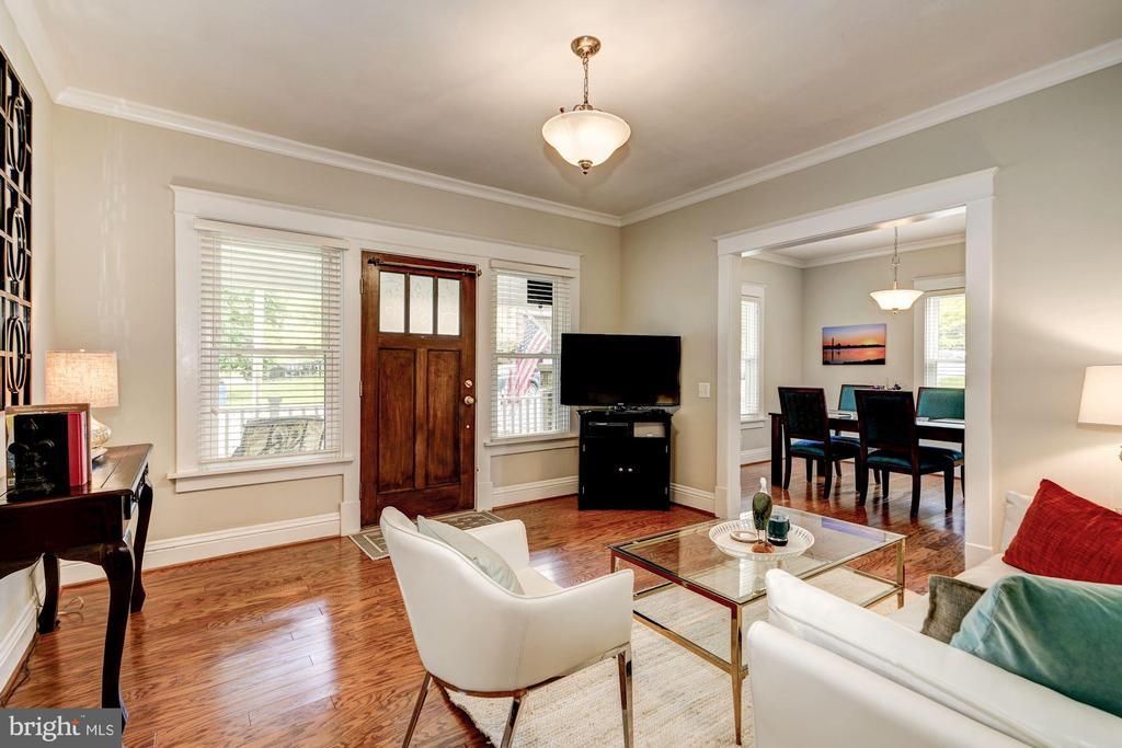 Fully renovated in 2014 - 1703 N RANDOLPH ST, ARLINGTON
