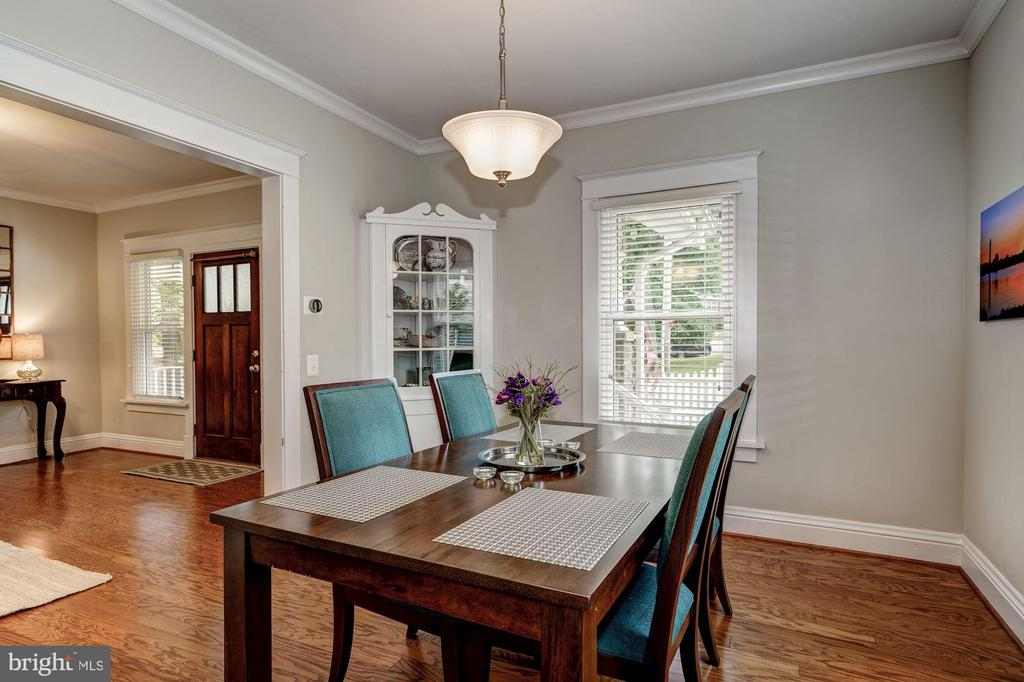 Dining room with built-in china cabinet - 1703 N RANDOLPH ST, ARLINGTON