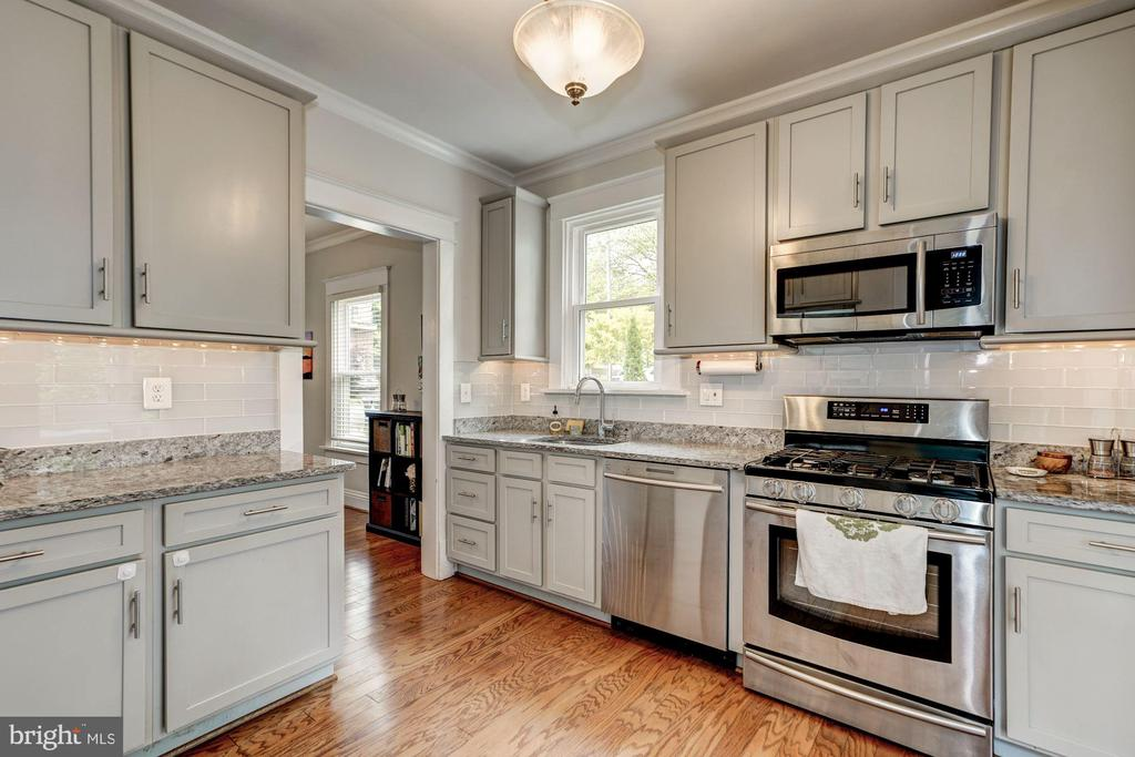 Enjoy cooking in this renovated kitchen - 1703 N RANDOLPH ST, ARLINGTON