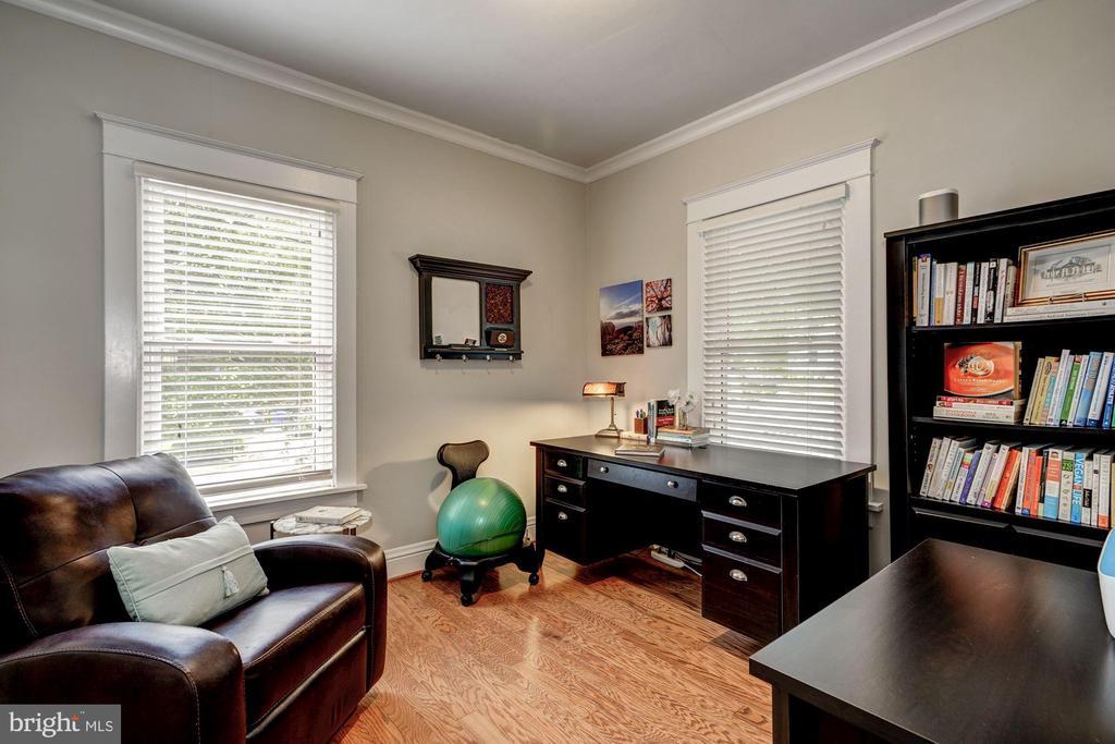 Front main level bedroom as an office - 1703 N RANDOLPH ST, ARLINGTON