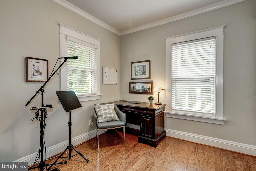 Rear main level bedroom as music room - 1703 N RANDOLPH ST, ARLINGTON