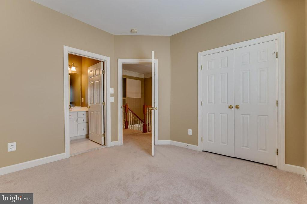 Second Bedroom with full Bath - 41777 PURPOSE WAY, ALDIE