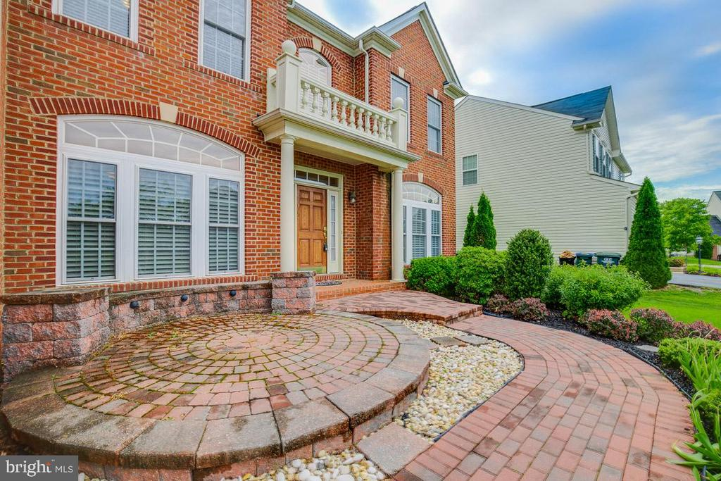Front Brick Walkway & Stoop - 41777 PURPOSE WAY, ALDIE