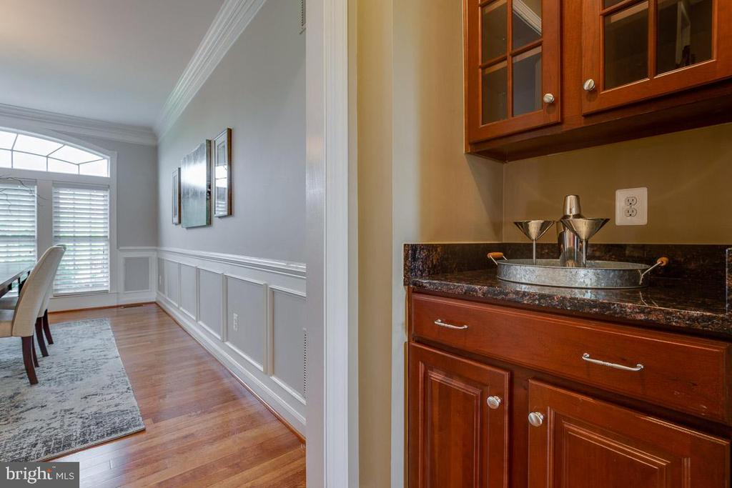 Butlers Pantry - 41777 PURPOSE WAY, ALDIE